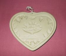 1999 Pampered Chef COME TO THE TABLE HEART CLAY COOKIE MOLD PRESS Beige ^
