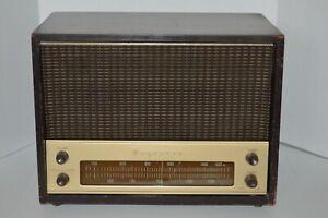 Vintage Magnavox Model AM-12 AM Tube Radio