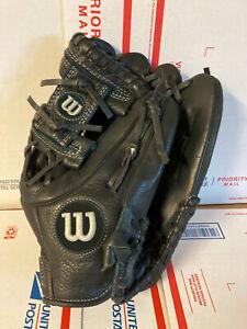 Wilson A500 Baseball/Softball Glove Black Right Hand Throw - very good condition
