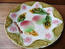 assiette en barbotine signée Orchies décor de pomme et poire