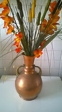 Vase ancien en cuivre rouge avec anses ouvragées en laiton