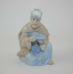 Royal Doulton Holiday Nativity Kneeling Wise Man Magi Replacement 2005
