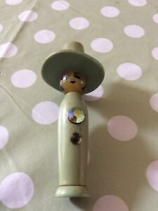 Vintage Sewing Needle Case Etui Bakelite Green Lady In A Hat Figure Circa 1920s
