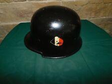 Feuerwehrhelm Stahlhelm Helm mit einem Emblem Selten !