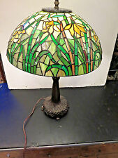 stained glass lamp. tiffany style table light.