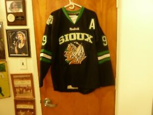 Chicago Blackhawks/U. North Dakota Fighting Sioux #9 Jonathan Toews Jersey