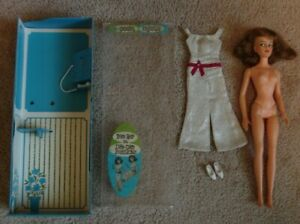 VTG Ideal Posin' Misty Doll 1965 Telephone Booth with DEFECTS Posing