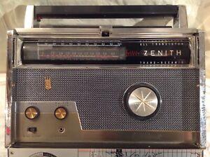 Vintage ZENITH Royal 1000-D Trans-Ocean ShortWave Transistor Radio - Works!