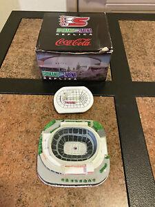 Spokane Arena hockey replica/model, Spokane Chiefs, with box