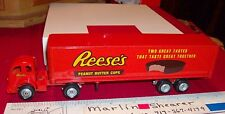 REESE'S PEANUT BUTTER CUPS 3000 TRACTOR TRAILER WINROSS TRUCK