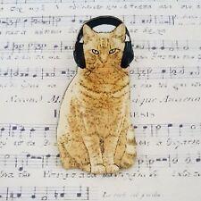 PRINTED ACRYLIC GRUMPY GINGER CAT IN HEADPHONES SIDE EYE BROOCH BADGE PIN 50mm