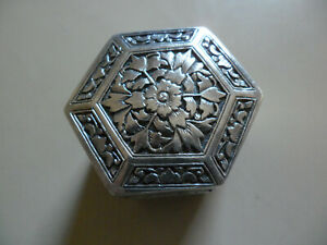 CHINESE OR JAPANESE SILVER HEXAGON SNUFF BOX HINGED PILL CASE FLOWERS ANIMALS