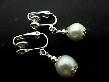 A PAIR OF SHORT WHITE  GLASS   PEARL  DROP EARRINGS. NEW. 8MM.