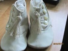 VINTAGE WHITE INFANTS SHOES WITH TASSELS