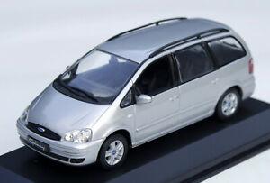Ford Galaxy 1 Bj. 2000-2006, silbermetallic, Minichamps-Modell im M. 1:43, OVP