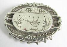 A VICTORIAN 1881 BIRMINGHAM HALLMARKED SILVER BROOCH WITH A BIRD DESIGN