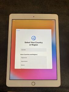 Apple iPad 6th Gen. 32GB, Wi-Fi, 9.7in - Gold (AU Stock) Cracked Screen