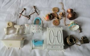 15 PIECE LOT OF DOLL HOUSE FURNITURE & ACCESSORIES SMALL & LARGE SCALE