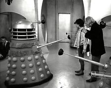 """CAROLE ANN FORD & WILLIAM HARTNELL IN """"DOCTOR WHO"""" 8X10 PUBLICITY PHOTO (ZY-253)"""