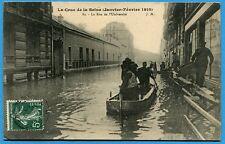 CPA: Paris - La Crue de la Seine - La Rue de l'Université / 1910
