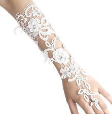 Accessoire mariage : Gants longueur coude en crochet blanc , fleurs avec strass