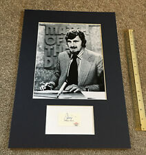 JIMMY HILL ICONIC ENGLISH FOOTBALL BROADCASTER AUTOGRAPH & PHOTO DISPLAY PAAS