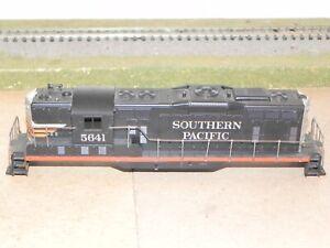 Athearn HO Southern Pacific GP9 Black Widow Locomotive Shell w/ Handrails