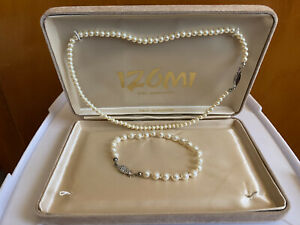Boxed IZUMI Shell Based Pearl Necklace - And Bracelet Set Silver Toned Clasp