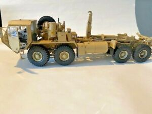 M1120 HEMTT Load Handling System (LHS) Military Truck