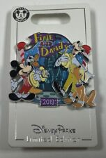 2019 Disney Parks Fine and Dandy Mickey Mouse Limited Edition Holiday Disney Pin