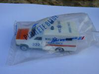 Ambulance New York City -  ref 255  au 1/60 de Majorette + emballage AIR FRANCE