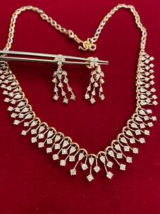 Stunning 1.68 Cts Round Brilliant Cut Diamonds Necklace Earrings Set In 14K Gold