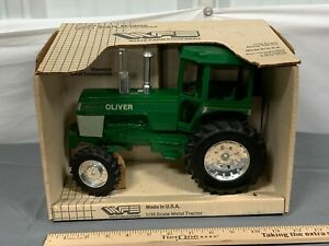 OLIVER Spirit of White Tractor 1:16 scale SCALE MODELS NICE! NIB MFWD Farm Equip