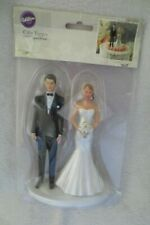 Wilton Modem Veil Bride and Groom Cake Topper