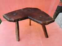 OLD ANTIQUE PRIMITIVE WOODEN WOOD HANDMADE LEGGED STOOL CHAIR TRIPOD 19th