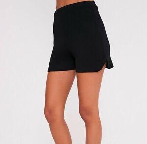 NEU Pretty little Thing Schwarz Shorts Größe UK 6