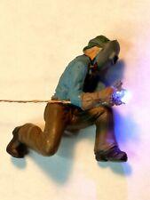 Lighted O scale welder, kneeling Blue/White 0402 LEDs.w/simulator animation