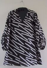 Women's Plus 2X Lady Winn Black & White Pullover Sheer Blouse V-Neck Geometric