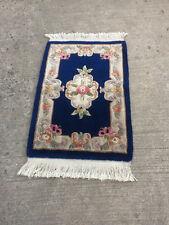 Kleiner Teppich Blau hochgesteppt mit Fransen 90x62cm geknüpft??