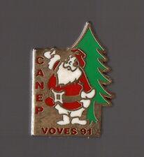 Pin's Pere Noel / Comité de l'Arbre de Noel Des Ecoles Publiques de Voves Zamac