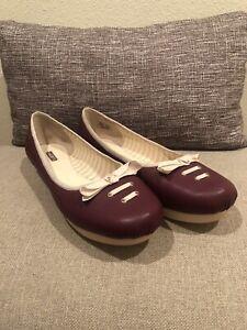 Euc Lacoste Misha Womans Flat/pump Slip On Burgundy Sz 9.5 us Round Toe