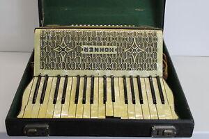 Altes Hohner Tango II Akkordeon Pianoakkordeon Instrument mit Koffer #5238