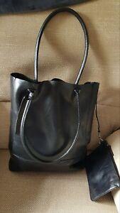 Clarks Black Genuine Leather Tote Handbag Shoulder bag With Attached Purse