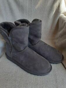 Kirkland Signature Ladies Short Boot Sheepskin Lining In Grey Size 7