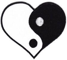 bf66 Yin Yang Herz Asien Hindu Buddha Aufnäher Bügelbild Applikation 8,3 x 7,3cm