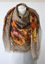 Gucci 508797 foulard écharpe avec motif GG 140x140 cm 100% laine NEUF e30496219a3