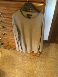 NEW  WOMENS CASHMERE BEIGE TAHARI SWEATER- Meduim