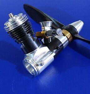 VINTAGE COX TEE DEE  049 MODEL ENGINE.