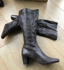 CLARKS UK 6.5 BOOTS / Brown Leather / Knee High/ Heeled / K @ CLARKS