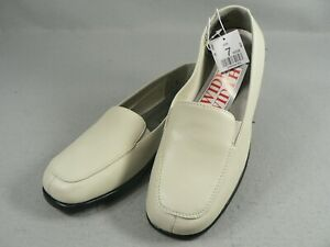 Basic Editions Womens Shoes Flats Slip On Loafer #36408 Size 7 Wide Bone Color